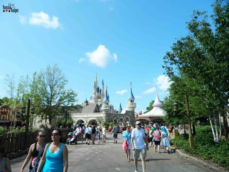 Indo da Tomorrowland para a Fantasyland.