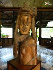 Escultura no salão principal.