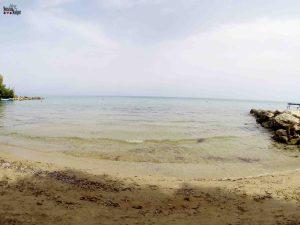 Uma das poucas praias de areia em Zakynthos.