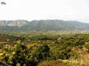 Lindo panorama de Zante! Vamos atravessar exatamente aquelas montanhas que estamos avistando. Mêda!