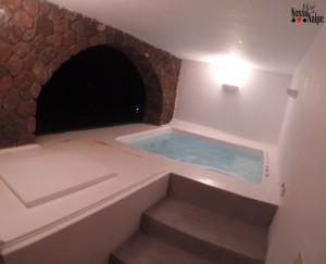 Primeira imagem do quarto, antes de abrir a porta. Nossa jaccuzzi aquecida particular!