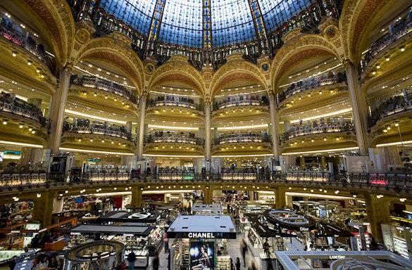 galleries-lafayette-atrium-shopping-paris