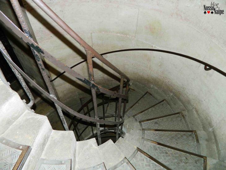 A escada. Faltou ar só de lembrar, rs.
