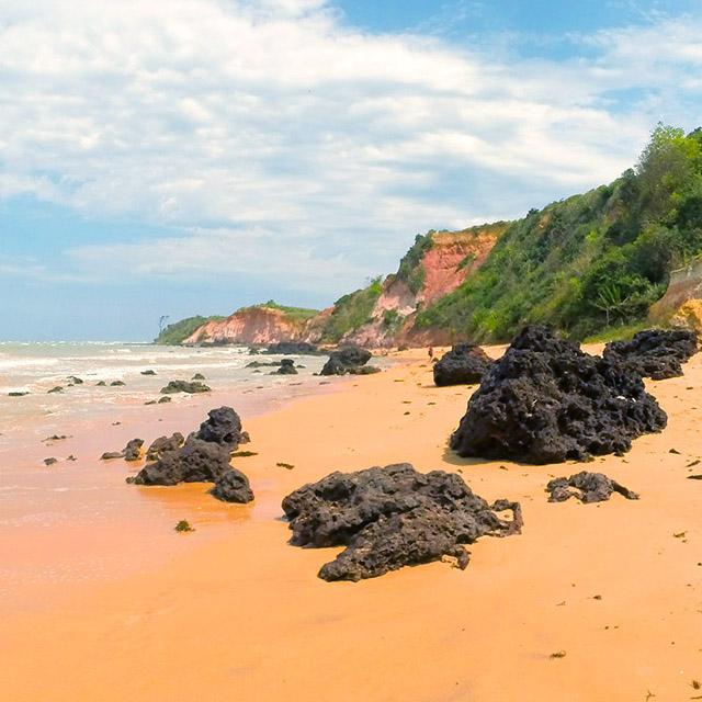 7 Lugares para conhecer no Espírito Santo - Falésias de Nova Almeida, Nova Almeida, Serra